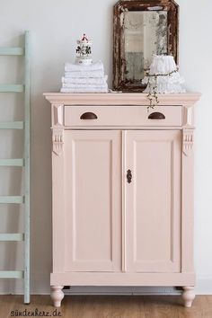 de/ vertiko in rosa Farbe Farrow&Ball Pink Ground - Best Interior Design Ideas Repurposed Furniture, Shabby Chic Furniture, Painted Furniture, Rustic Furniture, Furniture Projects, Furniture Makeover, Home Furniture, Furniture Plans, Coaster Furniture