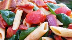Penne Pasta with Bacon, Tomatoes, and Spinach. This is a quick light meal. Wilted spinach, bacon and tomatoes are tossed with penne pasta. Good for any season and will complement anything. Yummy Pasta Recipes, Bacon Recipes, Salad Recipes, Cooking Recipes, Healthy Recipes, Penne Recipes, Skinny Recipes, Healthy Salads, Pizza Recipes
