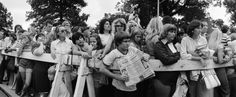 Elvis Presley: Farewell behind the fence : onlookers and fans August 1977