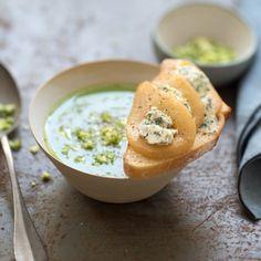 Soupe de brocoli et tartines de roquefort aux poires rôties au miel