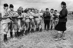The Night Witches: Female Russian Bombers of World War II . Women In History, World History, History Class, Russian Bombers, Historia Universal, Female Pilot, Female Hero, Interesting History, Interesting Stories
