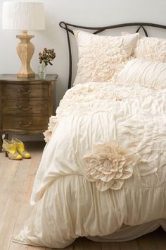 Ruffle Bedding.....love but with a black dog this color isn't happening for me anytime soon