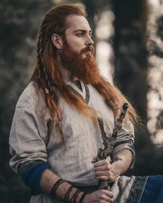The very first step to get a Viking beard is to grow your own beard. # viking Braids men Viking Beard Tips and Styles (Part 1 of Hair And Beard Styles, Long Hair Styles, Viking Beard Styles, Long Beard Styles, Beard Tips, Beard Ideas, Viking Braids, Viking Men, Viking Warrior