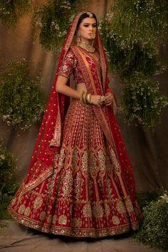 Red Wedding Lehenga, Wedding Lehenga Designs, Designer Bridal Lehenga, Indian Bridal Lehenga, Indian Bridal Outfits, Indian Bridal Fashion, Indian Bridal Wear, Indian Fashion Dresses, Indian Designer Outfits