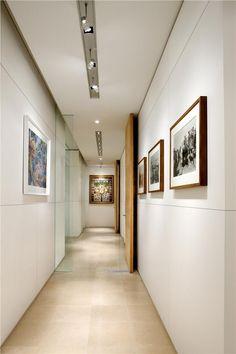 Contemporary (Modern, Retro) Foyer by Nandinee Phookan