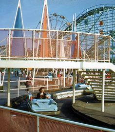 Autopia wannabe Ocean Highway at SoCal's short-lived (1958-67) seaside amusement pier, Pacific Ocean Park