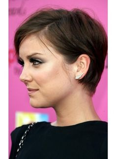 Jessica Stroup: my new hair-spiration Thin Hair Haircuts, Funky Hairstyles, Pretty Hairstyles, Short Hair Cuts, Short Hair Styles, Woman Hairstyles, Hairstyles Pictures, Jessica Stroup, Cut My Hair