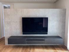 インスタグラム上で納品事例として掲載したところ、多くのお問合せをいただき、いつも特注対応だったフロートタイプテレビボードを今回、商品化しましたので紹介します。 Tv Shelf, Box Shelves, Living Room Tv, Home And Living, Home Cinemas, Tv Unit, Wall, Slot, Flat Screen