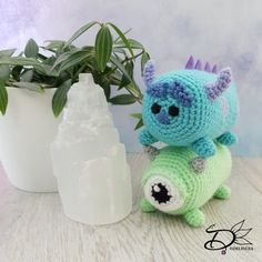 Sulley Tsum Tsum Amigurumi - Delinlea - My little fantasy world Crochet Monsters, Crochet Animals, Crochet Toys, Minion Crochet Patterns, Amigurumi Patterns, Foundation Half Double Crochet, Crochet Disney, Tsumtsum, Yarn Needle