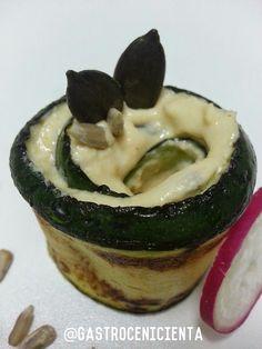 Rollitos de Calabacín rellenos de Hummus y Pipas - Gastrocenicienta