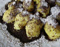 Škubánky sú tradičné české zemiakové jedlo, kedysi jednoduchých ľudí, ktoré sa podáva na sladko s makom, tvarohom, alebo strúhaným perníkom. Alebo na slano so slaninkou, cibuľou, či s údeným mäsom.