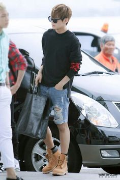I was gonna say something about V's shorts but then I realized it's his entire fucking OUTFIT. EVERYTHING IS ON POINT