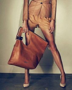10 Irresistible Clever Tips: Small Hand Bags Gold hand bags designer gucci. Look Fashion, Fashion Bags, Womens Fashion, Purses And Handbags, Leather Handbags, Leather Bags, Leather Totes, Leather Backpacks, Replica Handbags