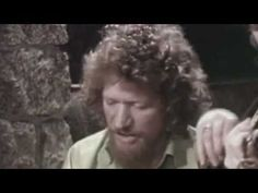 One of Irelands greatest voices..sadly missed...he was and still is the only one who can sing this song...I.M.H.O. Luke Kelly - Scorn Not His Simplicity-HQ