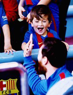 Fc Barcelona, Pique Barcelona, Lionel Messi Barcelona, Barcelona Football, Messi Son, Messi And Wife, Lionel Messi Family, Football Boys, World Football