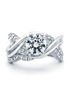So pretty, engagment ring and wedding band combo