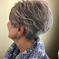 Kurze Haare - Feathered Salt and Pepper Pixie for Thick Hair - Wallpaper Pinme Blonde Pixie, Thick Hair Pixie, Short Hairstyles For Thick Hair, Very Short Hair, Short Hair With Bangs, Best Short Haircuts, Short Hair Cuts For Women, Pixie Hairstyles, Short Hairstyles For Women