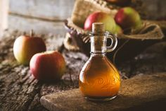 Apple cider vinegar benefits the body multiple ways. Here are home remedies and apple cider vinegar uses that you can do to combat odors, ailments, and Home Remedies For Ringworm, Gout Remedies, Natural Remedies, Apple Health Benefits, Apple Cider Benefits, Apple Cider Vinegar Uses, Back Acne Treatment, Lower Blood Sugar, Fermented Foods