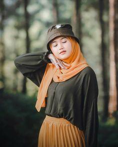 Casual Hijab Outfit, Ootd Hijab, Hijab Chic, Girl Hijab, Beautiful Hijab Girl, Muslim Girls, Hijab Fashion, Cool Girl, Photoshoot
