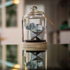 Origamis são mesmo impressionantes, um papel simples com diferentes dobraduras pode se transformar em artes tão lindas e criativas! Floriane Touitou resolveu se dedicar a essa obra de arte tão linda e teve a criatividade de pensar em uma maneira de não perder suas obras depois de um tempo. Dessa forma para preservar suas criações, …
