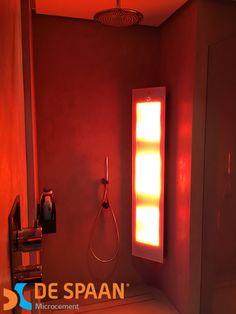 Een bijzonder mooi badkamer project gerealiseerd door De Spaan Showroom!   - complete badkamer voorzien van een naadloze vloer/wand betoonlook afwerking  - vrijstaand wastafel 180cm mat wit (solid surface) - vrijstaand bad mat wit (solid surface) - sunshower (infrarood+uv licht) heerlijk bruin worden tijdens het douchen!   Bent u op zoek naar een bijzondere naadloze  badkamer? Net even anders dan de rest?   Bezoek onze showroom op de Vlamoven 7 in Arnhem!   www.despaanmicrocement.nl