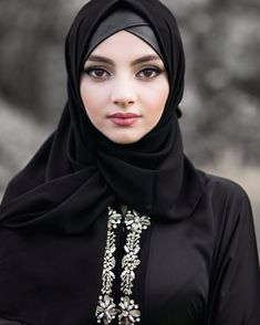 Arab Girls Hijab, Girl Hijab, Muslim Girls, Hijab Outfit, Beautiful Hijab Girl, Beautiful Muslim Women, Beautiful Asian Girls, Muslim Fashion, Hijab Fashion