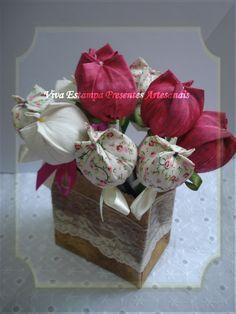 Fabric tulips by Viva Estampa Presentes Artesanais
