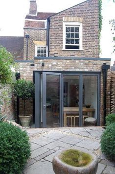 lean to victorian terrace extension Cottage Extension, House Extension Design, Glass Extension, Rear Extension, House Design, Extension Google, Extension Ideas, Kitchen Extension Glass Doors, Bi Folding Doors Kitchen