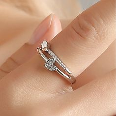 2019 new ladies creative jewelry heart-shaped living ring temperament female heart-shaped opening adjustable ring Heart Jewelry, Diamond Jewelry, Heart Ring, Chunky Silver Rings, Thumb Rings, Love Ring, Fashion Rings, Style Fashion, Band Rings