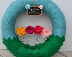 Spring Wreath https://www.passiondiy.com/spring-wreath/ Le #ghirlande generalmente si associano al Natale, periodo di grandi #addobbi e #decorazioni; eppure gli ornamenti possono accompagnare tutte le #stagioni…