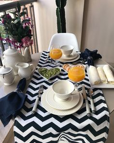 50 Ideas for breakfast table setting linens Dinning Table, Dining Set, Fine Dining, Breakfast Table Setting, Décor Boho, Deco Table, Decoration Table, Dinner Plates, Tablescapes