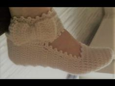 Crochet shawl with granny stitch variation. In this tutorial Oana presents you how to crochet a lovely triangular shawl with the granny stitch variation. Crochet Doily Rug, Crochet Leaves, Easy Crochet, Crochet Flowers, Scarf Crochet, Crochet Baby Boots, Crochet Shoes, Knitting Socks, Baby Knitting