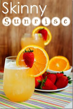 Skinny Sunrise Cocktail - and low cal Cinco de Mayo recipes Refreshing Drinks, Summer Drinks, Fun Drinks, Beverages, Mixed Drinks, Alcoholic Drinks, Sunrise Cocktail, Sunrise Drink, Tequila Sunrise