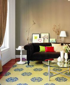 greige walls, aubergine sofa, yellow rug = yes.