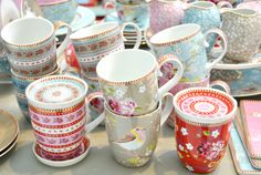 ♥Pip Studio porcelain mugs♥ Great for birthday gifts Pip Studio, Sparks Joy, Coffee Accessories, Vintage Kitchenware, Mad Hatter Tea, Porcelain Mugs, Shabby Chic Kitchen, Vintage Tea, Tea Party
