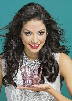 Coronas y camisetas. Lo casual brilla con Miss Panamá para Miss Universo, Carolina Brid, en la edición del 6 de septiembre.