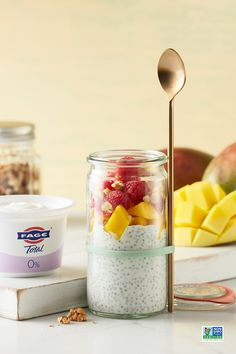 A new breakfast parfait favorite: Mix FAGE Total Greek yogurt with chia seeds and top with fresh fruit and nuts. Smoothie Drinks, Healthy Smoothies, Healthy Drinks, Smoothie Recipes, Healthy Snacks, Snack Recipes, Cooking Recipes, Healthy Recipes, Chai Recipe