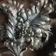 Подошла к завершению работа над декоративным панно. И мы готовы представить этот интерьерный объект зрителям.  #artmetallab #metalwork #blacksmith #sculpture #metaloplastyka #pano #interior #classic #custommade  #archijewelry