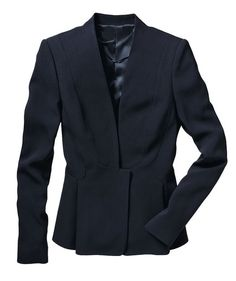 You don't have to ditch your favorite cardigan, but a tailored blazer or jacket will lend a level of professionalism and style that even quality cashmere can't match. Look for styles that fit right at the shoulder (with no exaggeration or shoulder pads) a Wardrobe Basics, Work Wardrobe, Business Attire, Business Casual, Gowns Of Elegance, Tailored Jacket, Playing Dress Up, Everyday Fashion, Work Wear