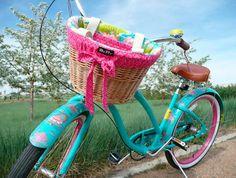 Bici verde azul y rosada con canasta