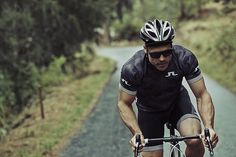 Bridging fashion and function for an active lifestyle. #jlindeberg