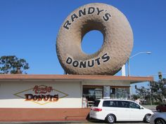 Randy's Donuts | Classic Restaurant in Los Angeles