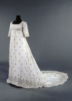 Muslin Dress with Train, Scoop Neck, & Straight Sleeves. 1795-1805. (View 1)