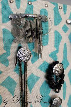 Keep Jewelry Untangled With This DIY Carousel Organizer Jewelry