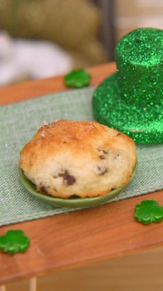 What better way to get ready for Saint Patrick's Day than with leprechaun-sized soda bread? Healthy Sweet Snacks, Healthy Dessert Recipes, Snack Recipes, Cooking Recipes, Buzzfeed Food Videos, Tiny Cooking, Around The World Food, Rainbow Food, Tiny Food