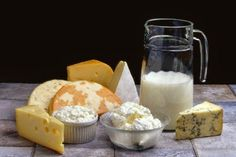 A diet rich in calcium and vitamin D is the secret to having healthy and strong bones. Calcium strengthens bones and teeth, while the Vitamin D enhances calcium absorption and bone growth. Catering, Dieta Paleo, Dehydrated Food, How To Make Cheese, Tofu, Natural Remedies, Yogurt, Dairy Free, Lactose Free