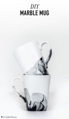 DIY Marble Mugs using Nail Polish Create marble mugs using nail polish with these simple tips. You can easily make your white coffee cups look like they have been painted with watercolors. Nail Polish Painting, Nail Polish Crafts, Diy Mugs, Diy Sharpie Mug, Sharpie Coffee Mugs, Diy Becher, Coffee Mug Crafts, Diy Christmas Mugs, Christmas Ideas