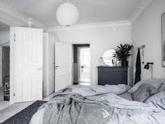 my scandinavian home: Duvet Day In This Cozy Bedroom?my scandinavian home: Duvet Day In This Cozy Bedroom? slaapkamerkleuren my scandinavian home: Duvet Day In This Cozy Bedroom? Bedroom Inspo, Bedroom Decor, Bedroom Rugs, Design Bedroom, Bedrooms, Scandinavian Bedroom, Cozy White Bedroom, Minimalist Bedroom, How To Make Bed