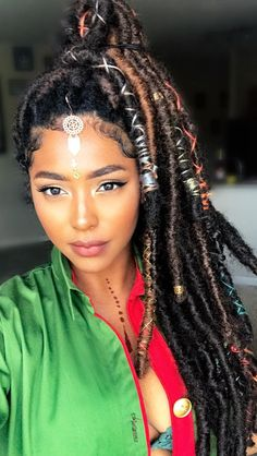 For your next new protective hairstyle, we're telling you how to do faux locs and showing our fave long and short faux locs styles using Marley hair and more. Faux Locs Hairstyles, Pretty Hairstyles, Girl Hairstyles, Protective Hairstyles, Protective Styles, Faux Locs Styles, Curly Hair Styles, Natural Hair Styles, Collateral Beauty