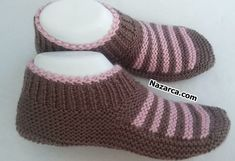Gestrickte Booties, Knitted Booties, Crochet Baby Shoes, Crochet Slippers, Socks And Sandals, Slipper Socks, Baby Knitting Patterns, Knitting Socks, Shapes